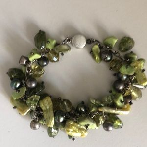 Jewelry - Bracelet w irregular pearls tinted in green shades